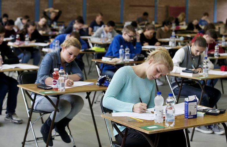 Leerlingen tijdens het examen VWO Nederlands op het Oranje Nassau College in Zoetermeer. Beeld anp