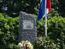 Historische vliegtuigen vliegen over Dordrecht tijdens herdenking mislukt bombardement