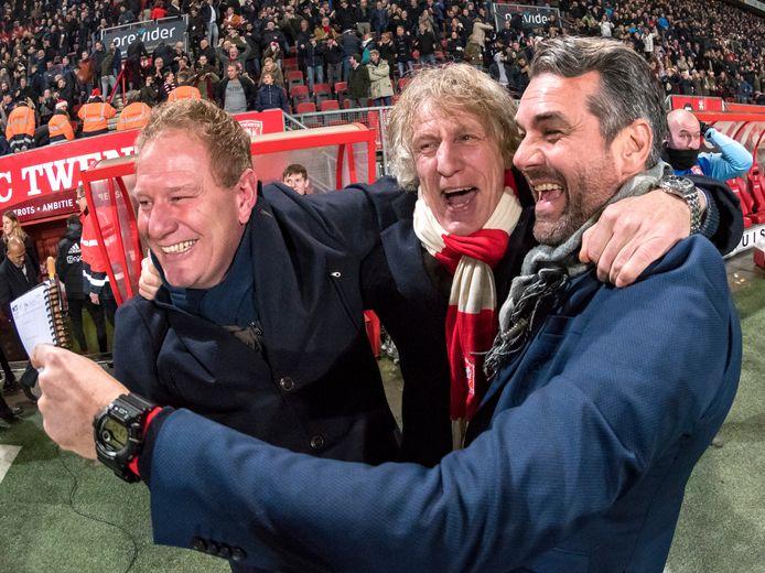 Jan de Jonge (links) als assistent van FC Twente na de bekerstunt tegen Ajax. Naast hem hoofdcoach Gertjan Verbeek (midden) en assistent Marino Pusic.