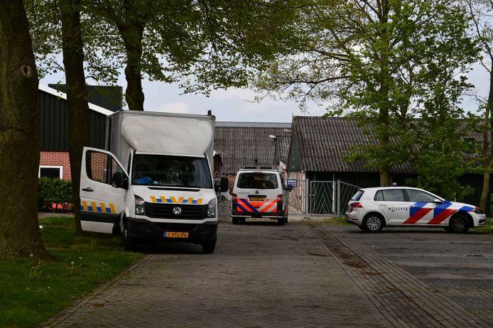 Maandagmiddag is door de politie een hennepkwekerij opgerold in Geerdijk