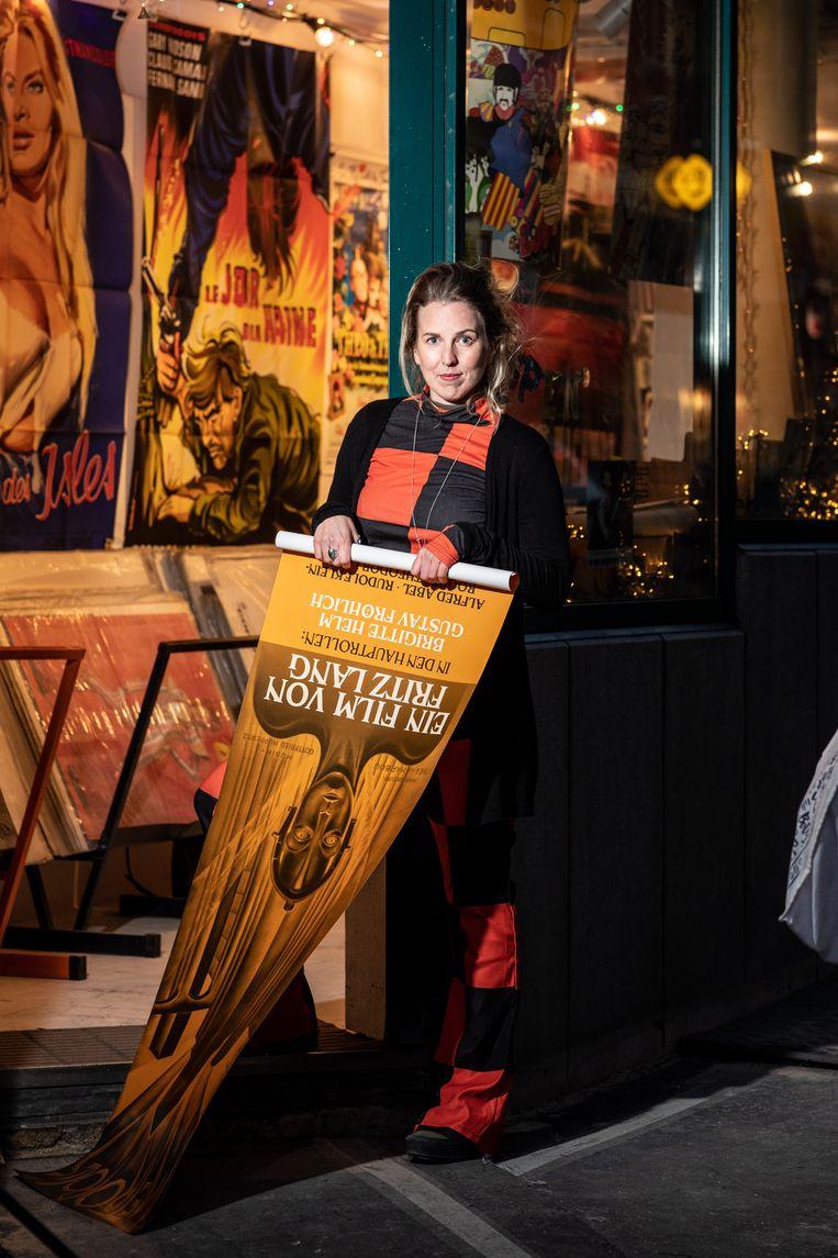 Liz Dautzenberg (34), mede-eigenaar van de pop-upshop in filmposters Cine Qua Non. Beeld Nosh Neneh