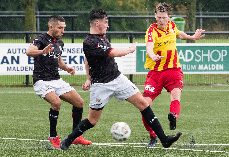 Oefenwedstrijd tussen Juliana'31 uit Malden en NEC Amateurs uit Nijmegen.