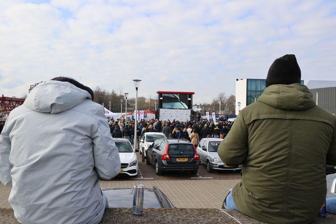 Bezoekers luisteren naar Thierry Baudet tijdens een bijeenkomst in Helmond, afgelopen zondag.