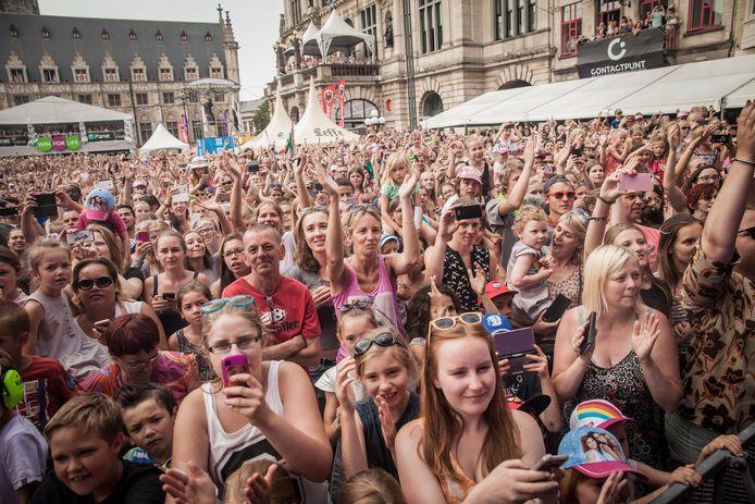 Archiefbeeld: het publiek tijdens het optreden van K3 op het SInt-Baafsplein tijdens de Gentse Feesten.