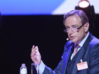 """De Wever praat voor het eerst over crisis in coalitie: """"Als Open Vld feitelijk oppositie wil voeren, dan moeten ze het mij komen zeggen, dan gaan we dat regelen"""""""
