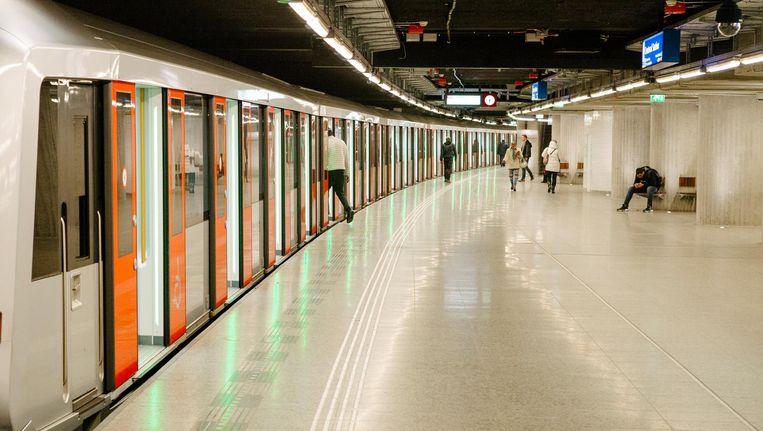 De huidige metrostellen rijden straks op de Noord/Zuidlijn, het nieuwe materieel gebruikt dan de Oostlijn en de Ringlijn. Beeld Marc Driessen