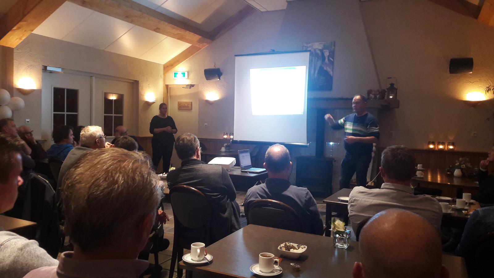 Henny van Ooij hield oktober vorig jaar een informatiebijeenkomst om de buurt in Liessel te waarschuwen voor de natte grond.