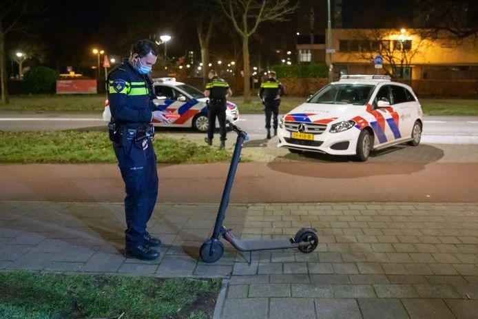 De verkeerspolitiewaarschuwt eigenaren van elektrische steps: ,,Ze zijn verboden, we kunnen ze afpakken en je riskeert een boete van bijna 400 euro.''