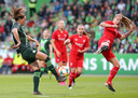 WOLFSBURG, GERMANY - OCTOBER 16: (L-R) Sara Bjoerk Gunnarsdottir of VfL Wolfsburg and Lynn Wilms of FC Twente Enschede battle for the ball during the UEFA Women's Champions League Round of 16 First Leg match between VfL Wolfsburg and Twente Enschede at AOK-Stadion on October 16, 2019 in Wolfsburg, Germany. (Photo by Cathrin Mueller/Getty Images)