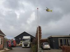 Chauffeur bekneld onder palletwagen in Opheusden