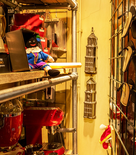 Twee Utrechtse winkels 'gesommeerd' om pieten uit etalage te halen