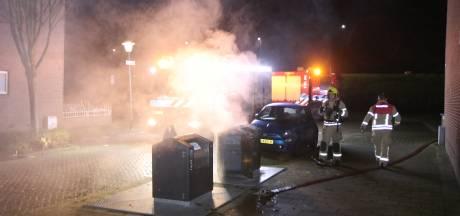 Vlaardingen in de greep van mysterieuze containerbranden: brandweer opnieuw vol aan de bak