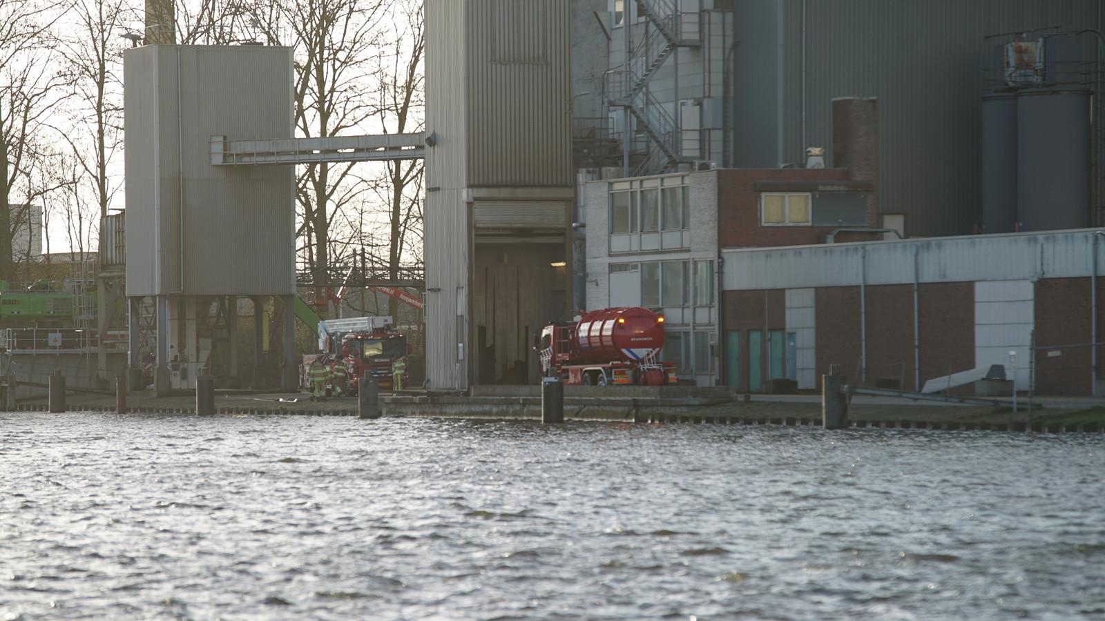 De brandweer is donderdag aan het einde van de middag uitgerukt voor een machinebrand bij het voormalige Hendrix UTD aan de Roermondstraat in Deventer.