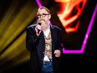 "Tatoeëerder (66) overwint kanker en neemt muzikale draad weer op in The Voice Senior: ""Ik dacht 'verdorie Roland, nu is het je kans"""