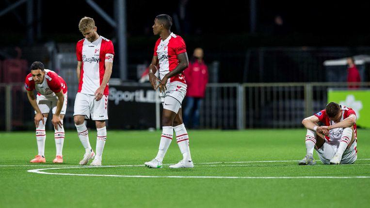 Emmen-spelers na het verlies van NAC Breda. Beeld ANP