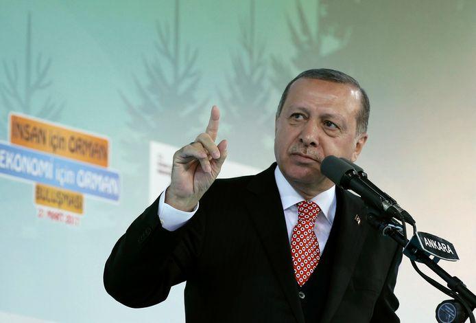 ,,Als Europa zo doorgaat, zal geen enkele Europeaan in elk deel van de wereld nog veilig op straat kunnen lopen'', aldus Erdogan.