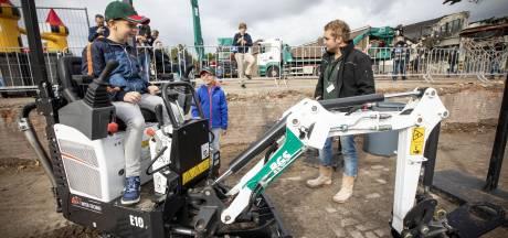 Demolition Day: glimmende jongensogen op Almelose sloopdag