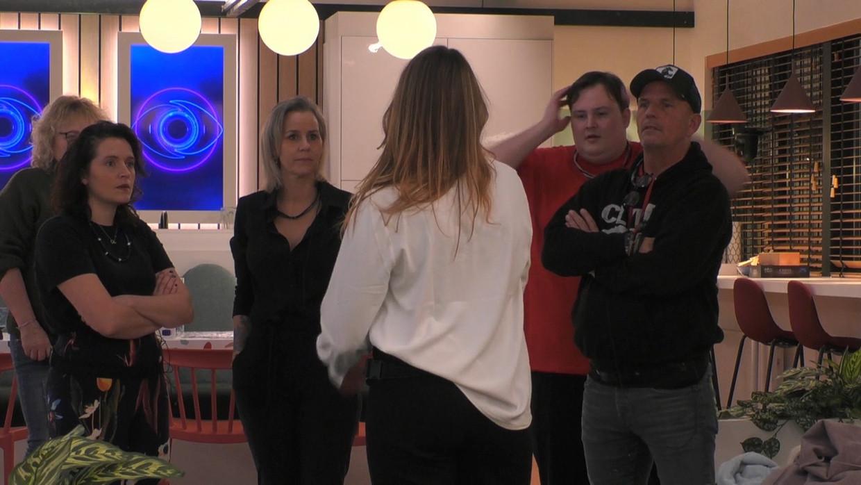 Els, Naomi, Daniëlle, Liese, Thomas en Theo Beeld Play4