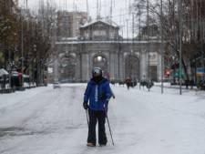 Des soignants bravent la tempête de neige pour remplacer leurs collègues épuisés
