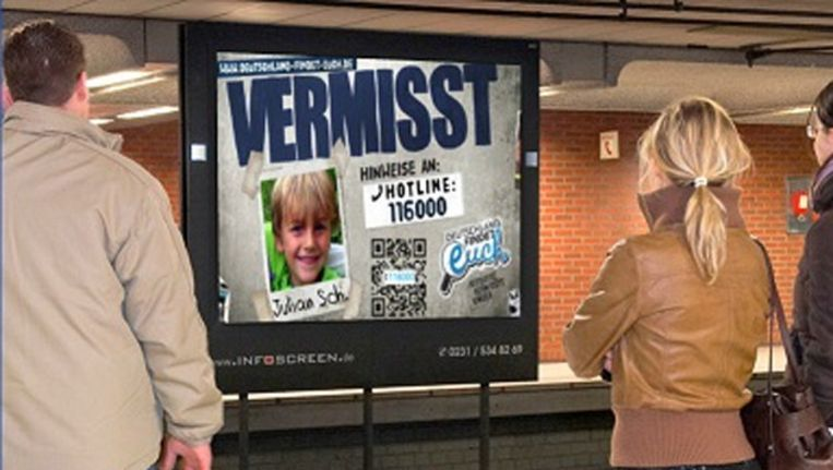 Informatiescherm in Dortmund van Initiative Vermisste Kinder Beeld Amber Alert