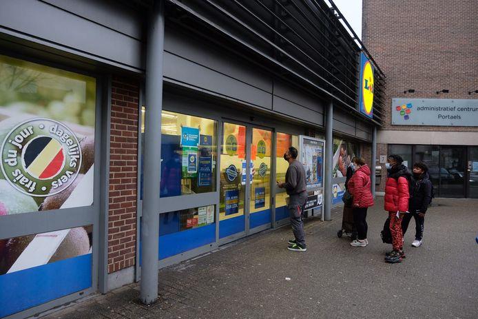 Supermarkt Lidl gesloten wegens niet laven van coronamaatregelen.