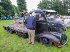 Koffie, kletsen en klassiekers in 't Eind: enthousiaste vakantiegast laat ook nog rap tractor aanrukken uit Noord-Holland