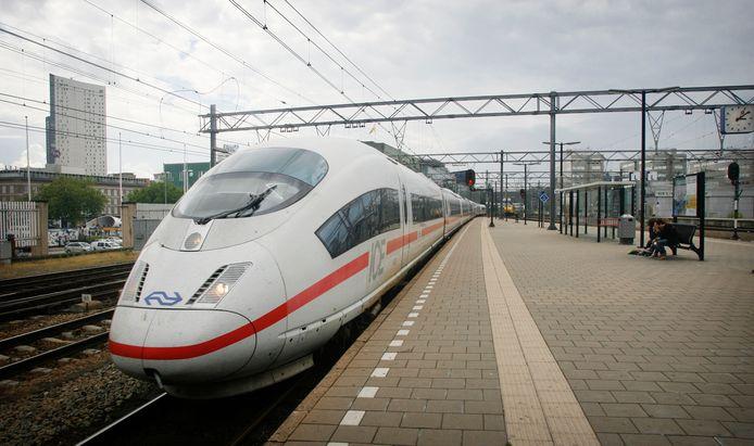 De treinverbinding van de Randstad, via Eindhoven en Venlo naar Duitsland moet versneld worden gerealiseerd. Eerder deed een ICE hogesnelheidslijn Eindhoven al aan.