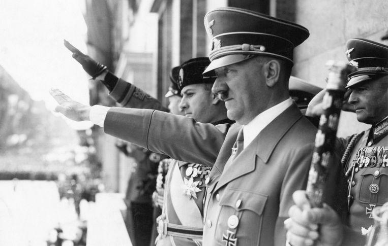 Adolf Hitler samen met graaf Ciano in Berlijn in 1943. Beeld Photo12
