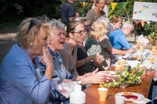 Samen koffie drinken, klussen, sporten: Burendag brengt bewoners bij elkaar
