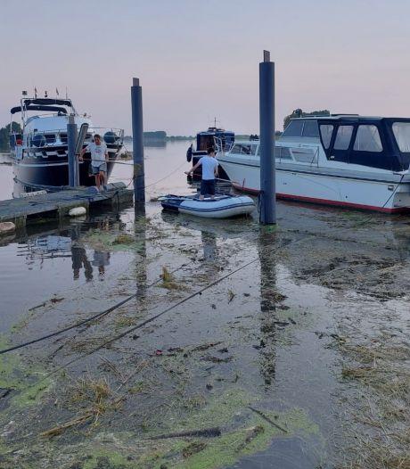 Einde in zicht: watersporters in Genderen weten hun steigers en boten te redden
