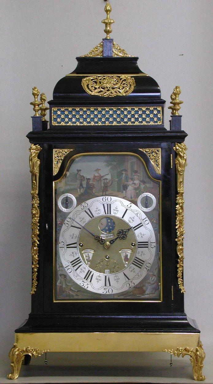 De gestolen klok is een meesterwerk gemaakt in 1790 door K.J. Andriese
