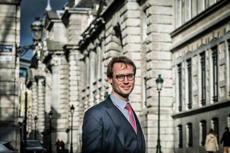 Professor Alexander Mattelaer. 'De minister en haar entourage hebben eigenlijk hun bevoegdheid unilateraal opgerekt.' Beeld Tim Dirven