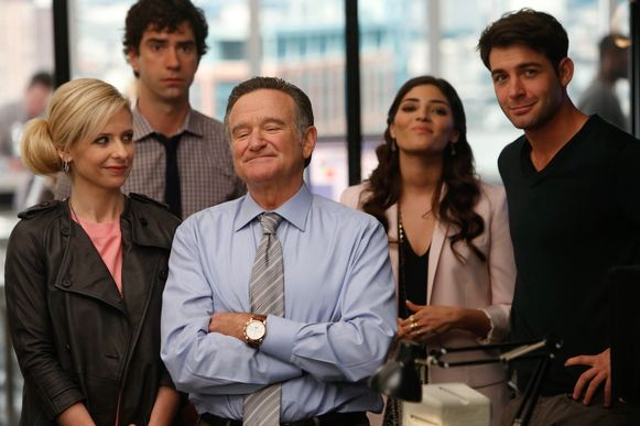 Robin Williams naast Sarah Michelle Gellar (links) in de geflopte reeks 'The Crazy Ones'.