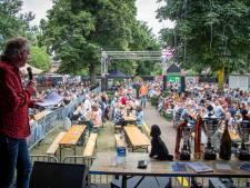 Hellendoorn Open Air 2021: 'Jullie moeten vanavond allemaal zoveel mogelijk op je kont blijven zitten'