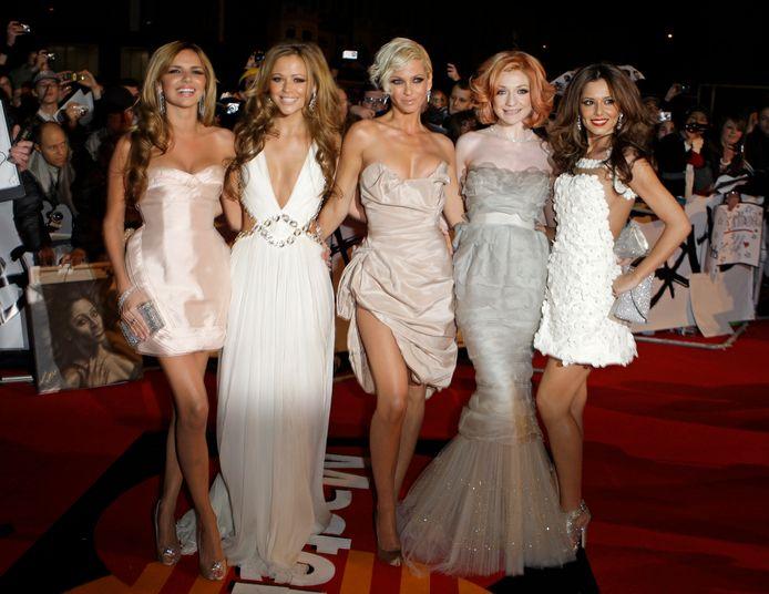 Nadine Coyle, Kimberly Walsh, Nicola Roberts en Cheryl Cole met Sarah Harding in het midden bij de Brit Awards in 2009.