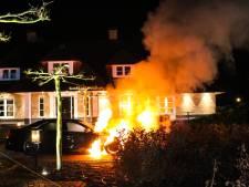 Ferrari en Mercedes gaan vlakbij elkaar in vlammen op in Apeldoorn