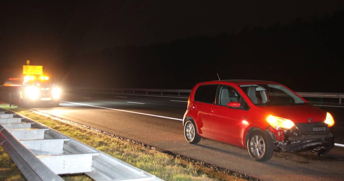 Vrachtwagen met klapband veroorzaakt ongeluk op A1 bij Rijssen.