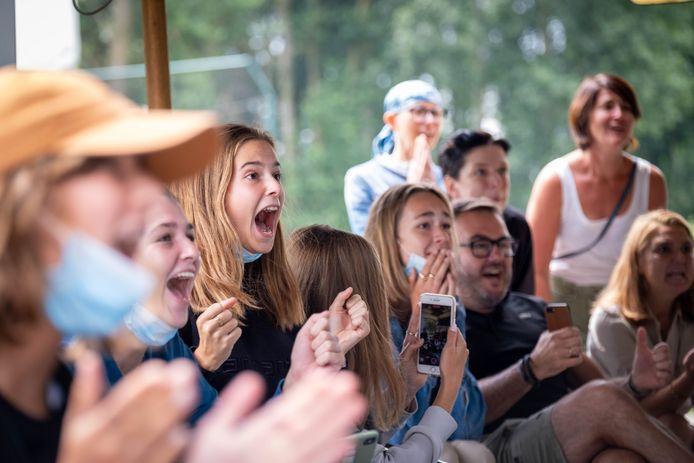 De spanning was zeker te snijden tijdens de Olympische finale van de Red Lions op groot scherm bij KMTHC.