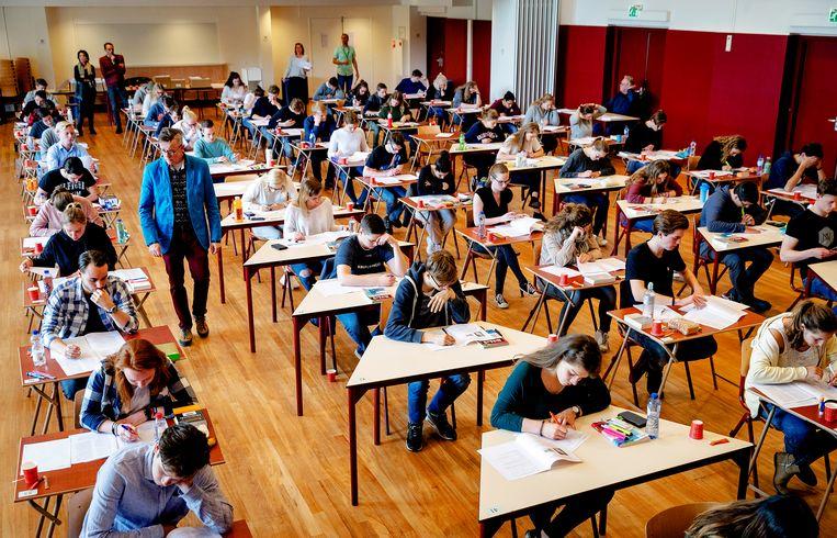 Leerlingen van het Comenius College te Hilversum bij de start van de eindexamens, 2017. Beeld ANP