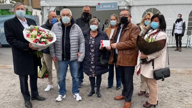 Feest mag niet, dus vieren Yvan (79) en Odette (80) 60ste huwelijksverjaardag in... vaccinatiecentrum