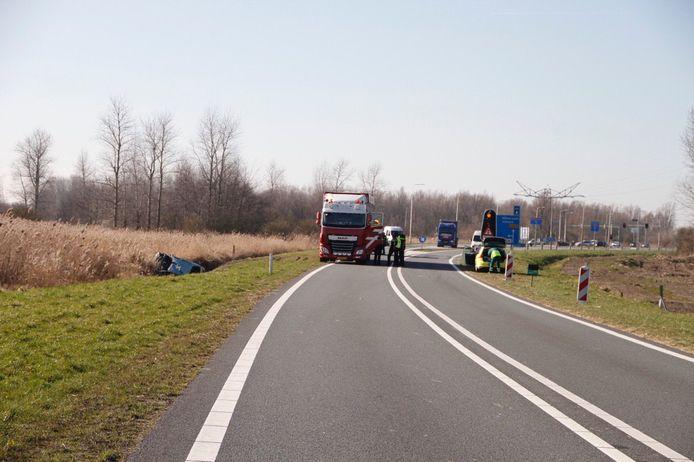 De Gooiseweg (N305) ging na het ongeluk op slot.