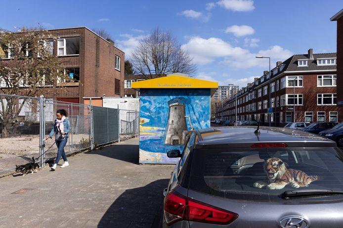 De Mijnkintbuurt in de Tarwewijk wordt vanaf komende zomer vrijwel volledig gesloopt. Links één van de te slopen woonblokken.