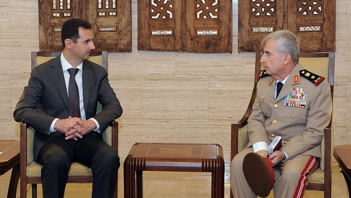 Bachar al-Assad et le général Ali Abdallah Ayyoub, le nouveau chef d'Etat-major de l'armée syrienne