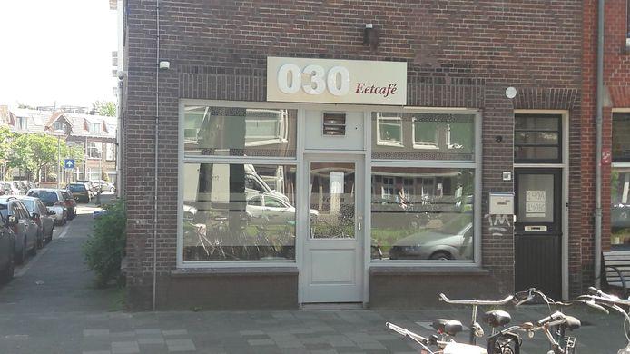 Eetcafé 030 aan Croeselaan blijkt volgens de gemeente een shishalounge te zijn.