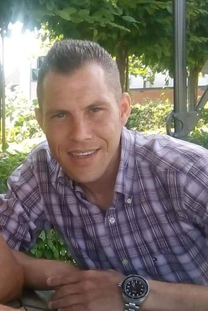 Agenten troffen Jim Cooreman in zijn woning onder invloed van verdovende middelen aan.