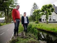Hoe Gerd (48) het leven van jonge vrouw redt, als auto op z'n kop in sloot belandt: 'Wagen werd gelanceerd'