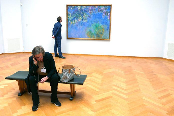 Persbezichtiging van de tentoonstelling met waterlelies en tuinschilderijen van Monet. Vanaf morgen kan ook het publiek een kijkje nemen.