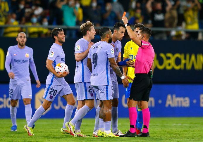 Frenkie de Jong kreeg in vier minuten tijd twee keer geel van Carlos del Cerro Grande.