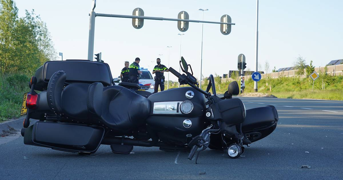Motorrijder gewond bij botsing in Tilburg, bestelauto rijdt door rood.