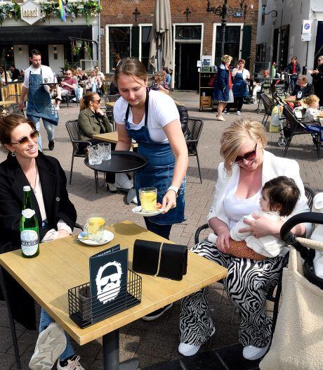 'Corona-opstelling' van de Amersfoortse terrassen mag nog even blijven, al dan niet met extra tafels